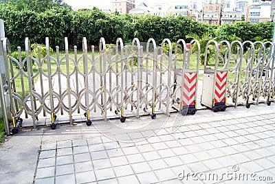 Push-pull gate