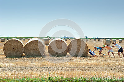 Pushing straw bale