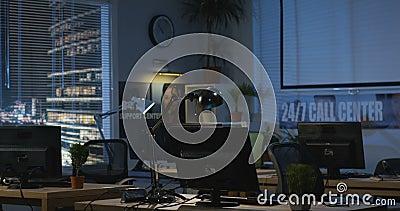 Pusty biuro przy nocą zbiory wideo