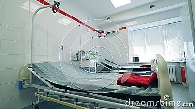 Pusty oddział szpitalny ze sprzętem oddechowym zbiory wideo