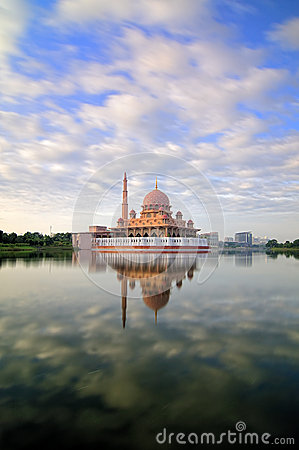 Free Putra Mosque Royalty Free Stock Image - 30083816
