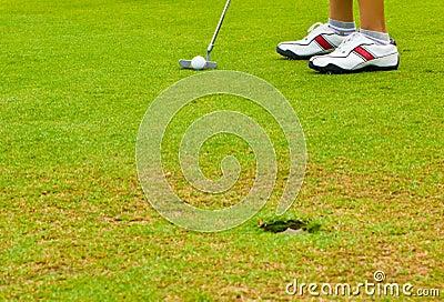 Putt golf on green course