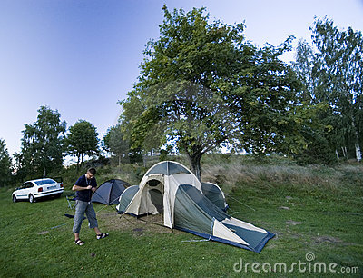 Putting up tent.