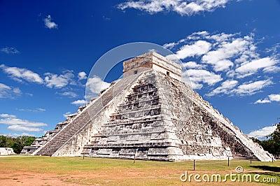 Pyramid El Castillo - Tulum
