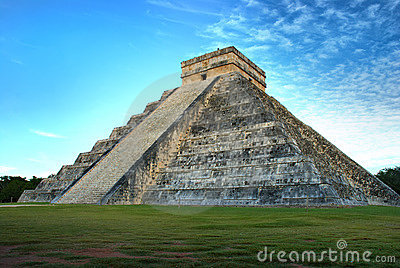 Pyramid of Kukulcan. Chichen Itza, Mexico