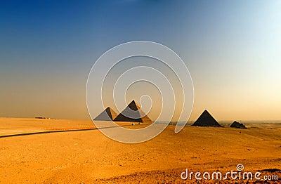 Pyramids of giza 08