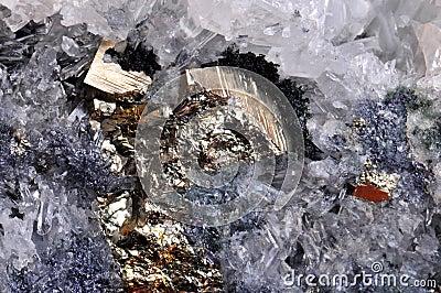 Pyrit mit Felsenkristall