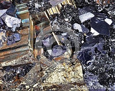 Pyrite, cubes, Druze, galène, quartz