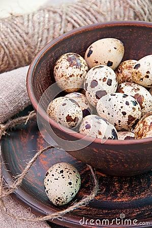 Quail eggs in ceramic bowl
