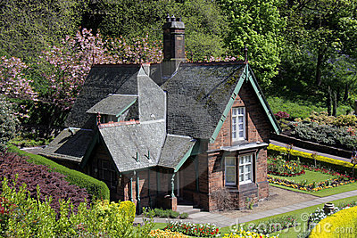 Quaint old cottage in Princes Street gardens