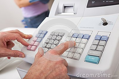 Quantità entrante della persona di vendite sul registratore di cassa