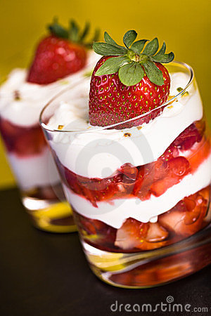 Quark with strawberries