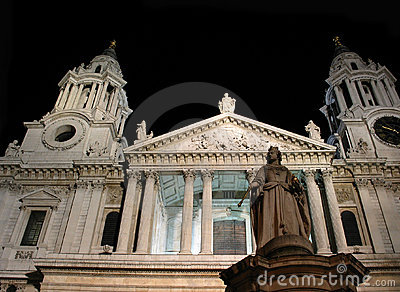 Queen Anne s Statue at St. Paul s Cathedral