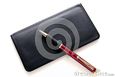 Querneigung-Scheckheft-Abdeckung und Kugelschreiber