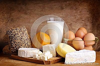 Queso, pan, leche y huevos