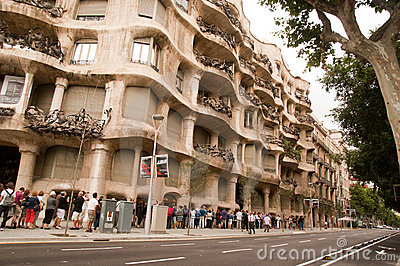 The queue to Casa Mila barcelona Editorial Stock Image