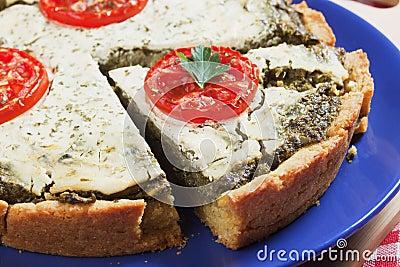 Quiche lorraine wit spinach and tomato