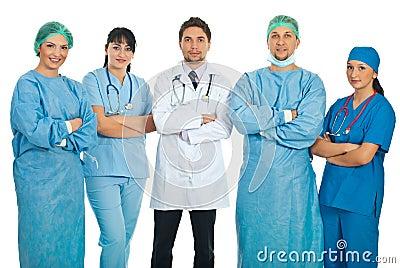 Équipe de cinq médecins