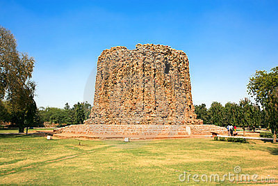 Qutb Minar ruins in the city of Delhi