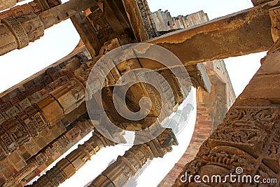 Qutub minar with wall