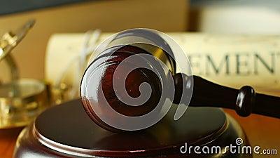 Rättvisabosättning i försökdomstolen som söker syste för lag för sanningsdomdomstol laglig