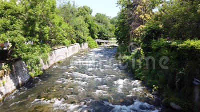 Río de Sandanska Bistrica, Sandanski, Bulgaria almacen de metraje de vídeo