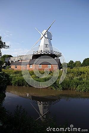 Río Inglaterra del molino del molino de viento