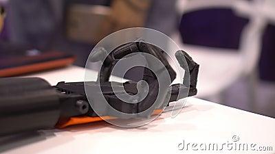Rütteln Sie Hände mit einem Roboter stock video footage