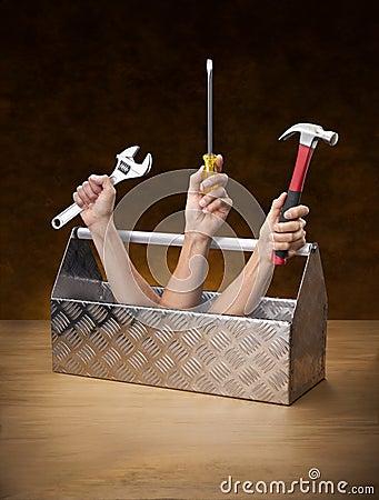 Ręka wręcza toolbox toolkit narzędzia