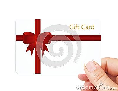 Ręki mienia prezenta karta odizolowywająca nad bielem