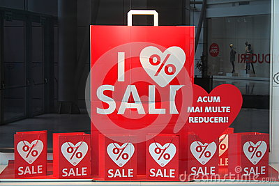 Rabaty pokazywać w sklepowym okno Zdjęcie Editorial