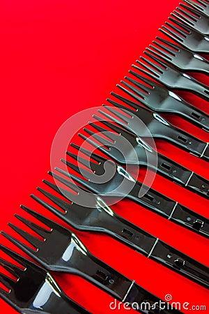 Rad av plastic gafflar