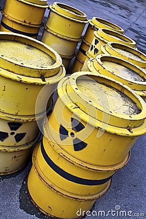 Free Radioactive Warning Symbol On Yellow Tuns Of Toxic Stock Photo - 19018200