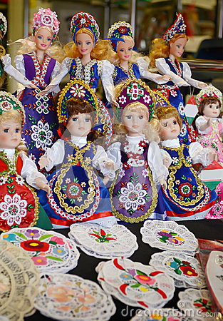 Free Raditional Magyar Dolls Puppets In Folk Costume(traditional Hungarian Clothing) In Budapest Great Market. Royalty Free Stock Images - 65169879