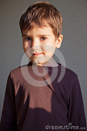 Radośni chłopiec potomstwa