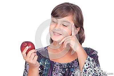 Ragazza adorabile del preteen con un pensiero della mela isolato su ...