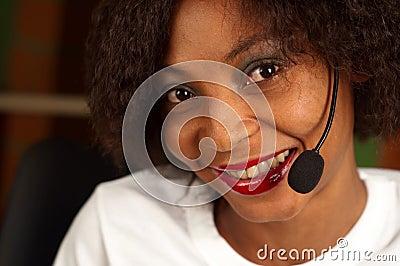 Ragazza afroamericana nella call center