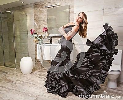 Ragazza con il vestito spagnolo da flamenco in un bagno fotografia stock immagine 38886419 - Bagno in spagnolo ...