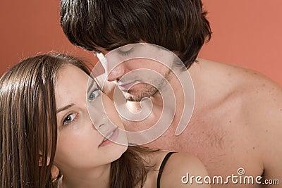 Ragazzo e ragazza sexy con capelli lunghi