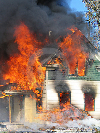 Free Raging House Fire Royalty Free Stock Photos - 2450108