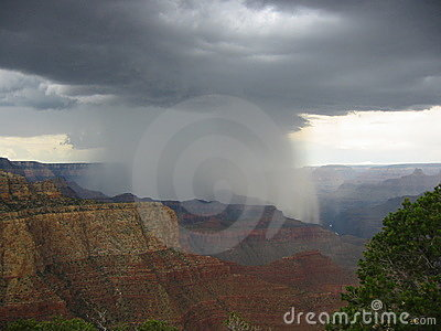 Rain in Grand Canyon