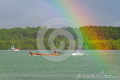 Rainbow e barca sul fiume a KOH Kho Khao