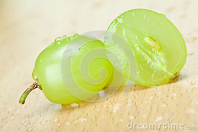 Raisins verts juteux