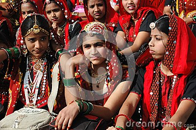 Rajasthani girls are preparing to dance perfomance in Pushkar Editorial Photography