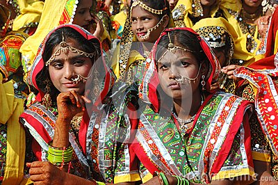 Rajasthani girls are preparing to dance perfomance in Pushkar,India Editorial Stock Image