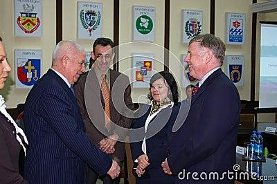 Ralph J. Lysyshyn en Viktor Kolodyazhny in Sotchi Redactionele Fotografie