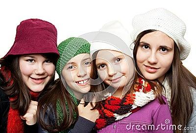 Raparigas em equipamentos do inverno