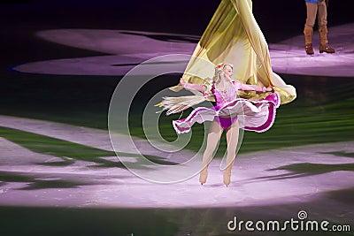 Rapunzel baila en Disney en el hielo Imagen de archivo editorial