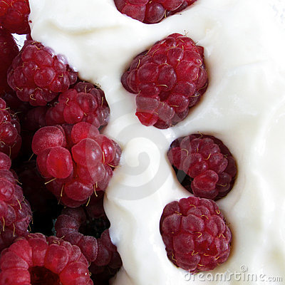 Raspberries with yogurt