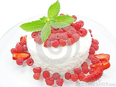 Raspberry dessert with pudding